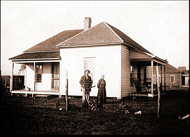 James and Elizabeth (Stinnett) Milner - Home, c1910